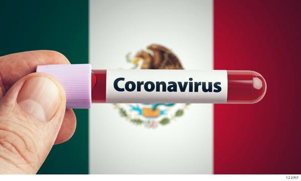 Muestra de sangre, al fondo la bandera de México