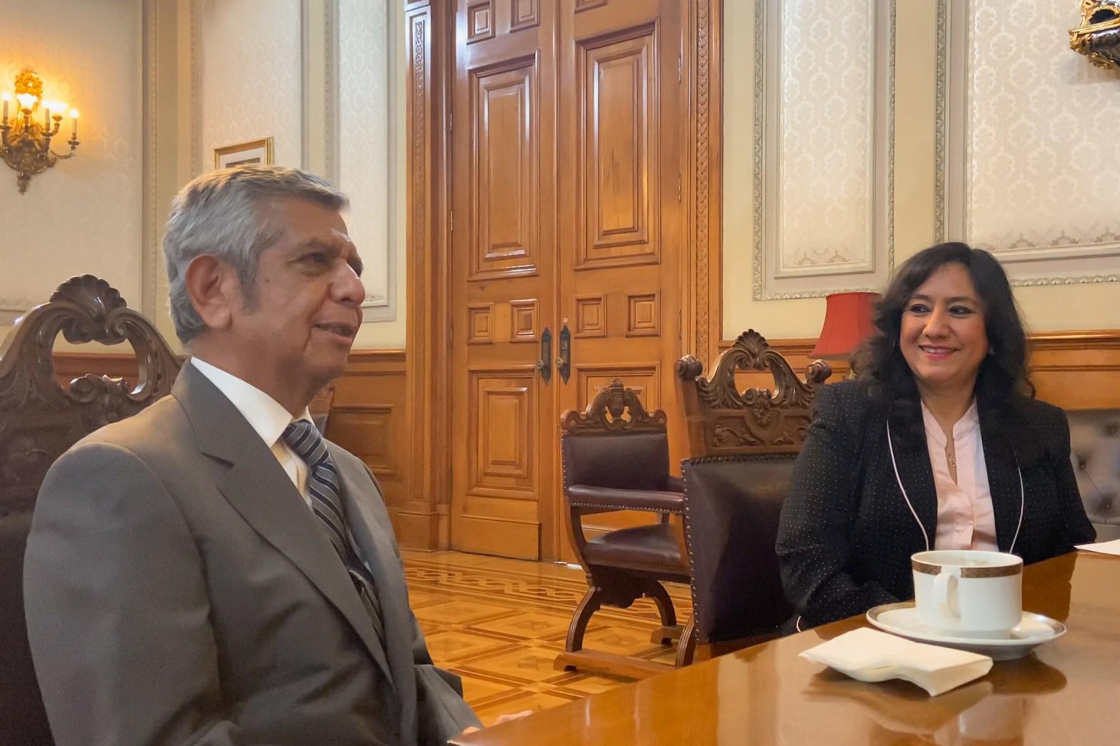 Irma Eréndira Sandoval Ballesteros y Roberto Salcedo Aquino, titular de la Secretaría de la Función Pública