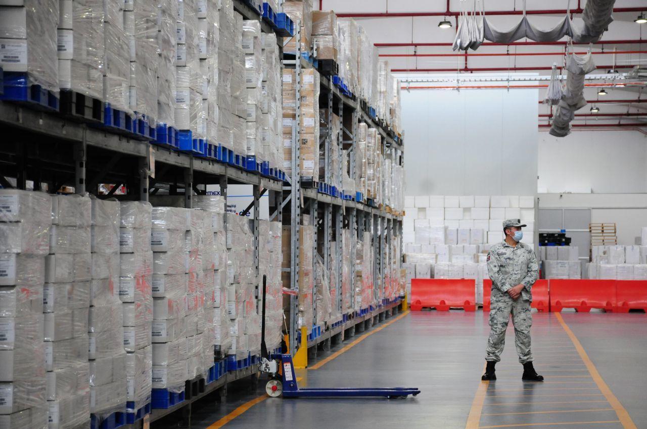 cargamento de vacunas pfizer contra covid-19 en México