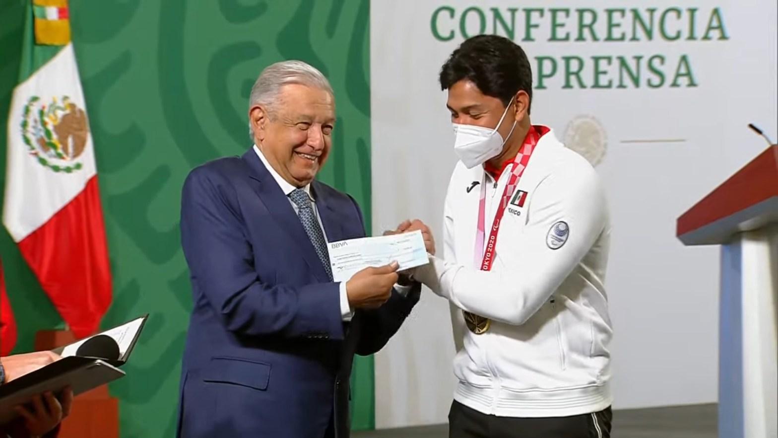 El gobierno federal entrega 110 millones de pesos en apoyos a 360 deportistas y entrenadores olímpicos y paralímpicos
