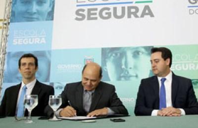 """PM suspende projeto """"Escola Segura"""""""