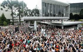 Servidores organizam greve