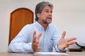 """Príncipe João diz sentir """"pena"""" do primo por se aliar a bolsonaristas"""