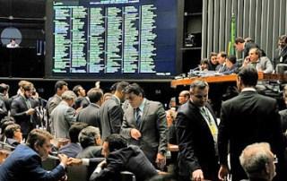 Câmara aprova pacote anticrime, mas rejeita propostas de Moro