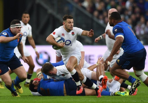 England's scrum-half Danny Care (C) runs to score a try during the Six Nations international rugby union match between France and England at the Stade de France in Saint-Denis, north of Paris, on March 19, 2016. AFP PHOTO / FRANCK FIFE / AFP / FRANCK FIFE