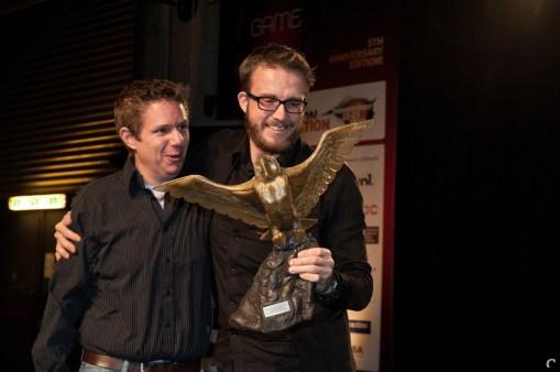 Xform'ers Diederik Groesbeek en Pieter Albers blij met de uil