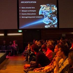 Mike-Ellis-(343-Industries)-en-Martine-de-Ronde-(Vanguard-Games)-tijdens-de-closing-keynote