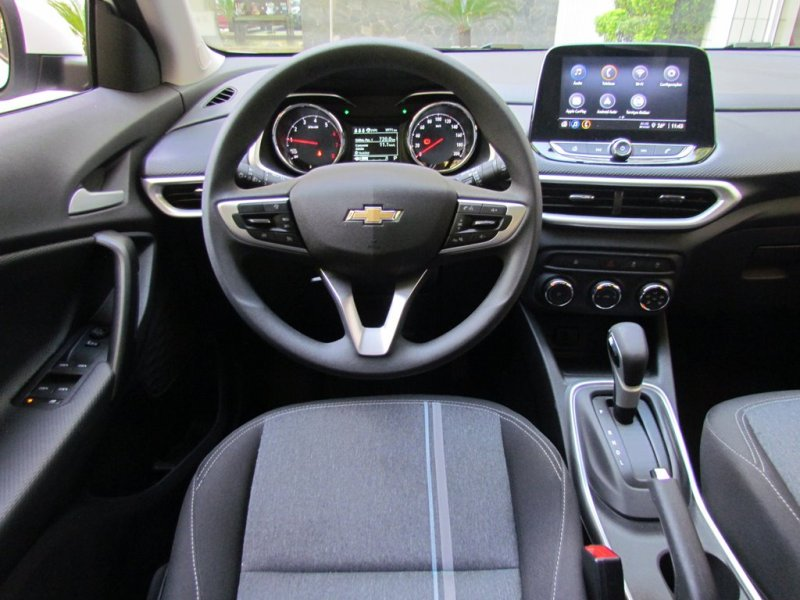 Visão interna do Chevrolet Tracker 1.0 turbo LT automático