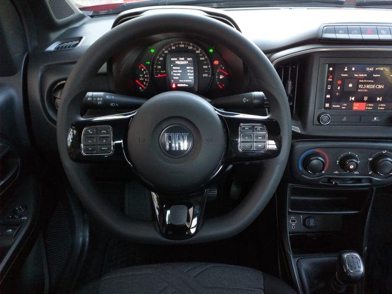 Visão interna do Fiat Strada Freedom Cabine Plus