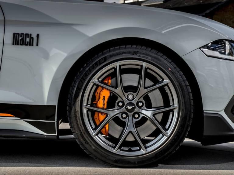 Visão das rodas  do Ford Mustang Mach 1