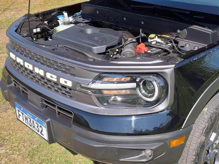 Visão do motor do Ford Bronco Sport