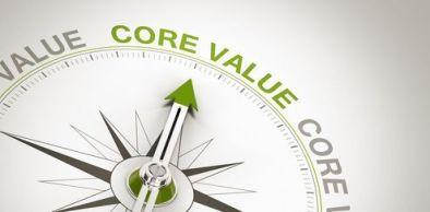 brujula que señala los valores principales como destino