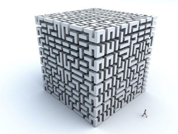Persona entrando en puzzle gigante