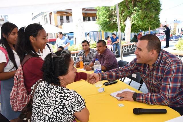Atiende Agustín Alonso en audiencias ciudadanas en el zócalo