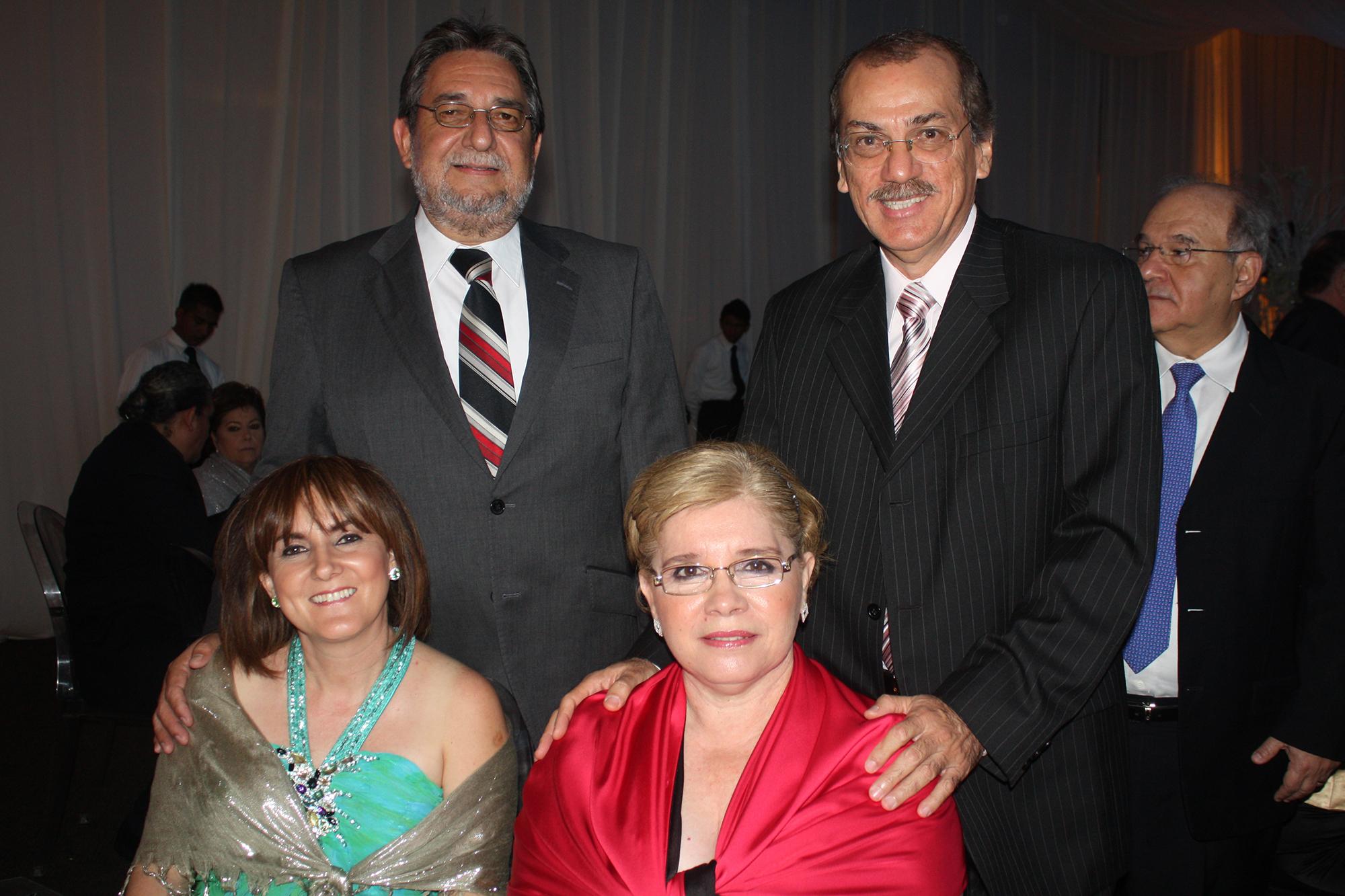 José Antonio Wilburn, Cecilia Díaz, Raúl Cortes Martínez y Tere de Cortes.