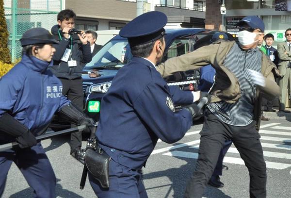 コンビニをタクシーの待機場所に 東京・三鷹で強盗対処訓練