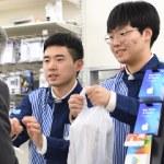 縮む日本の先に:「移民社会」の足音/2 コンビニ「専門性」の壁 外国人拡大、外食に光