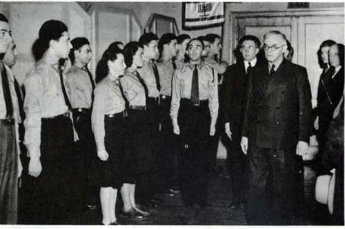 zeev-jabotinsky-and-his-followers-in-1940