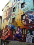 Mural en la ciudad de Vitoria, para conmemorar las luchas e identidades de las mujeres.