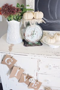ANTIQUE FARMHOUSE DECOR FOR FALL + HALLOWEEN