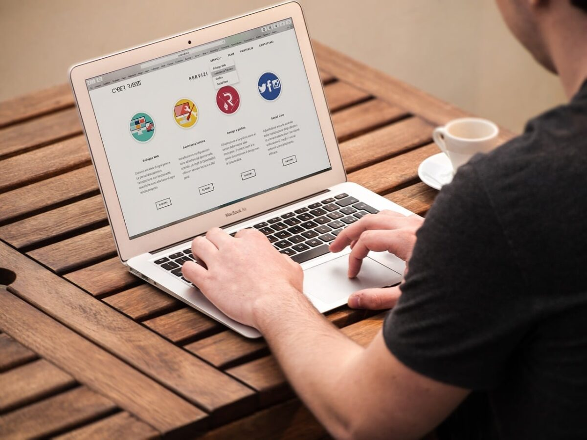 Como divulgar empresa grátis na internet com Hotsite de anúncios e classificados