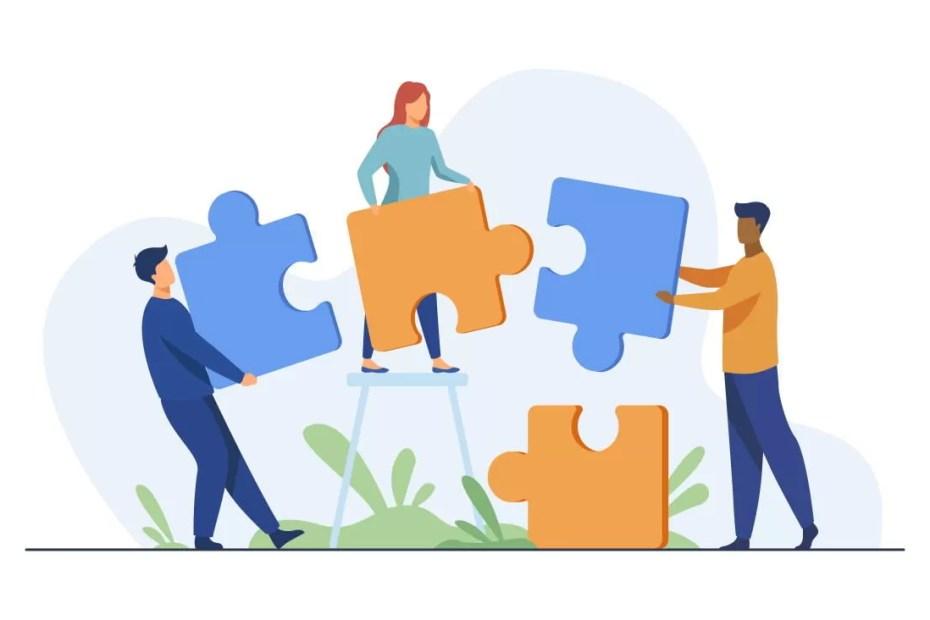 Táticas e Estratégias no Mundo do Marketing team-work-and-huge-megaphone-with-media-icons-marketing-and-branding-billboard-and-ad-