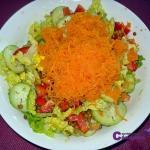 Ensalada de lentejas, muy saludable y nos aporta proteínas de origen vegetal ideal para veganos y vegetarianos