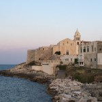 地中海の白壁の街ペスキチとヴィエステ〜日本人観光客のいないイタリア旅行