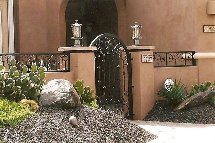 Gorgeous Front Yard Courtyard Landscaping Ideas 01