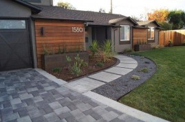 Gorgeous Front Yard Courtyard Landscaping Ideas 12