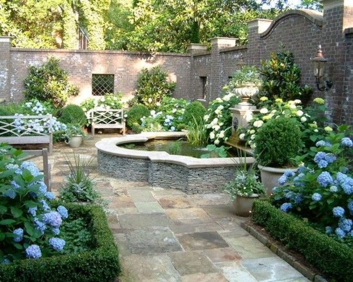 Gorgeous Front Yard Courtyard Landscaping Ideas 15