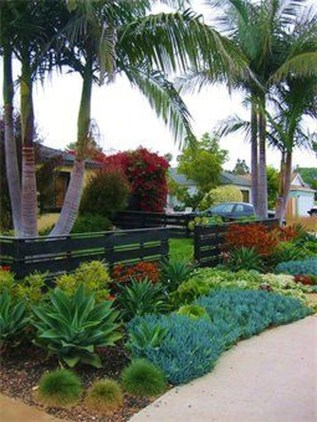 Gorgeous Front Yard Courtyard Landscaping Ideas 19