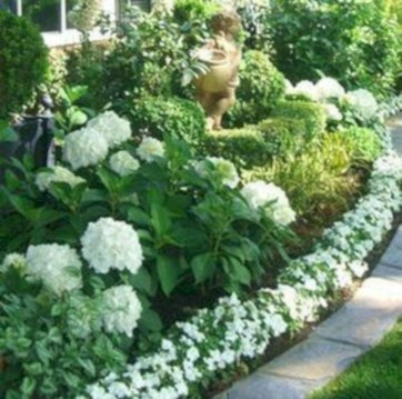 Gorgeous Front Yard Courtyard Landscaping Ideas 31