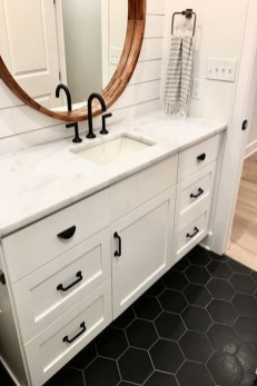 Modern Farmhouse Bathroom Remodel Ideas 28