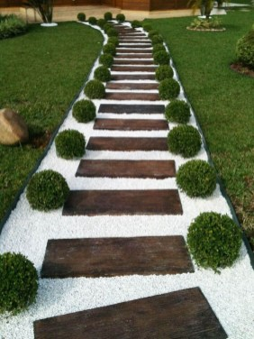Stunning Front Yard Path Walkway Design Ideas 42