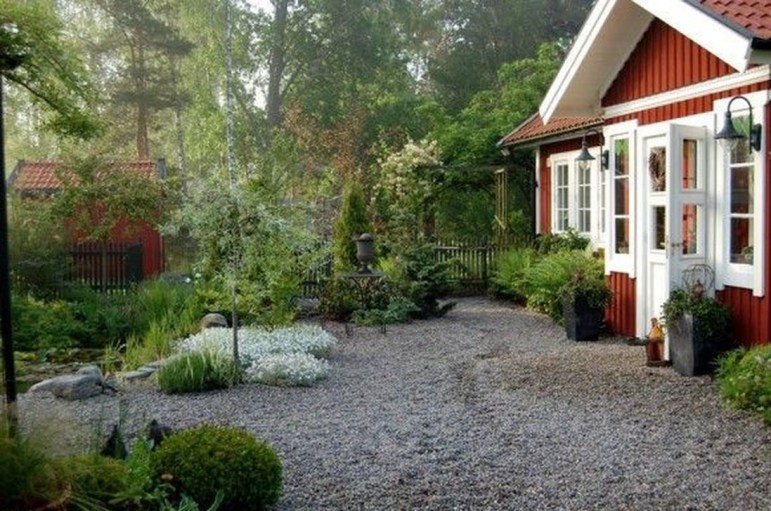 Amazing Scandinavian Backyard Landscaping Ideas 20