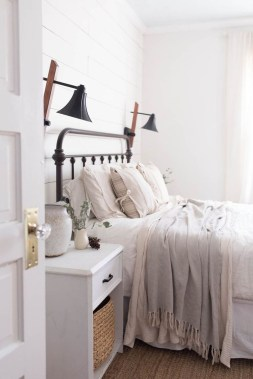 Awesome Farmhouse Style Master Bedroom Ideas 32