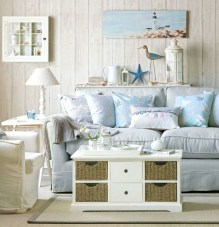 Comfy Coastal Themed Living Room Decorating Ideas 20