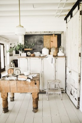 Cool Rustic Farmhouse Kitchen Ideas 21