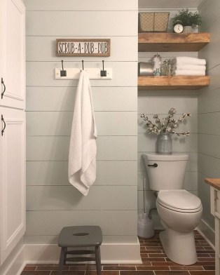 Gorgeous Rustic Farmhouse Bathroom Decor Ideas 24