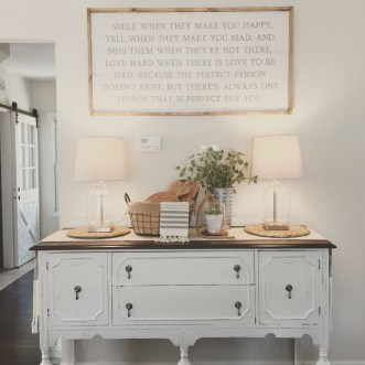 Charming Antique Farmhouse Decoration Ideas 33