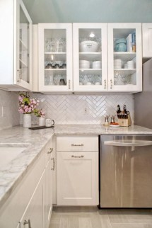 Cute Farmhouse Kitchen Backsplash Ideas 28