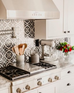 Cute Farmhouse Kitchen Backsplash Ideas 29