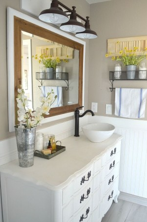 Lovely Farmhouse Bathroom Accessories Ideas 50