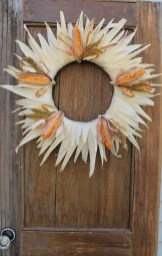 Stylish Fall Wreaths Ideas With Corn And Corn Husk For Door 22