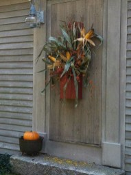 Stylish Fall Wreaths Ideas With Corn And Corn Husk For Door 23