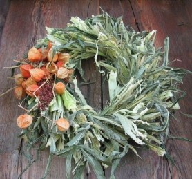 Stylish Fall Wreaths Ideas With Corn And Corn Husk For Door 44