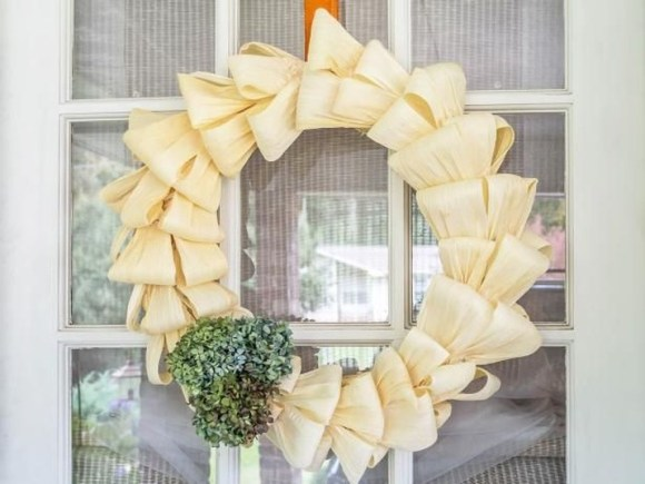 Stylish Fall Wreaths Ideas With Corn And Corn Husk For Door 48