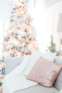 Adorable Gold Christmas Decoration Ideas 03