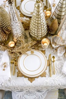 Adorable Gold Christmas Decoration Ideas 15